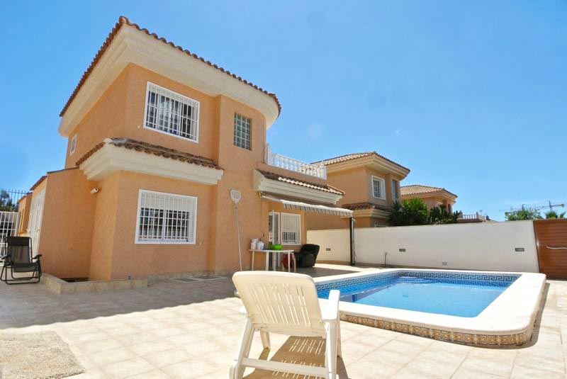 Detached Villa for sale in Punta Prima