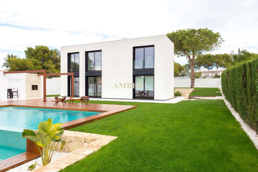 Luxury villa for sale in Los Balcones