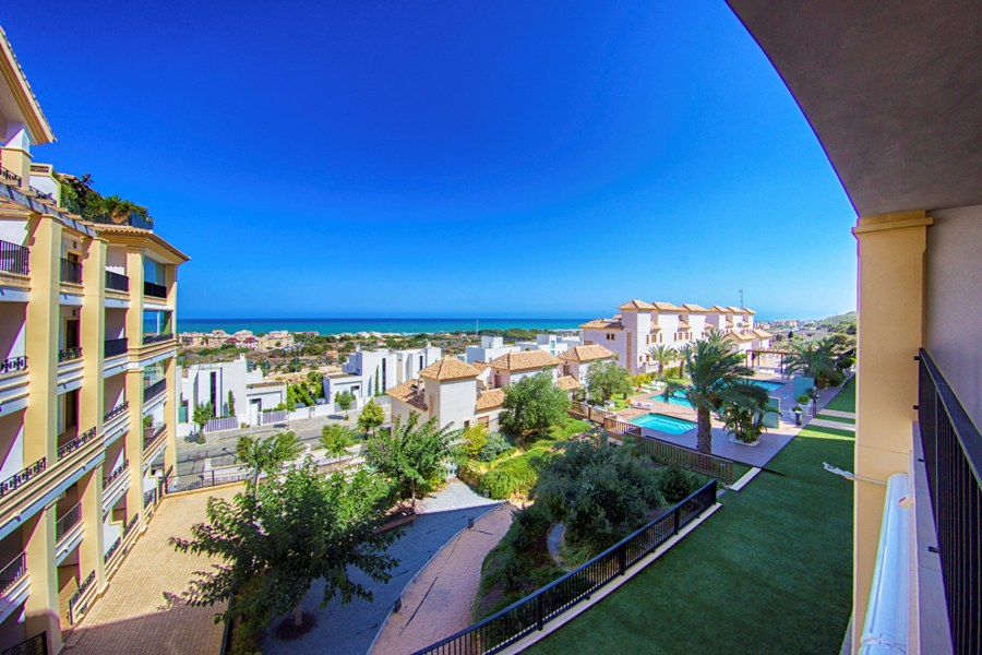 Apartment with open sea views for sale in Guardamar del Segura.