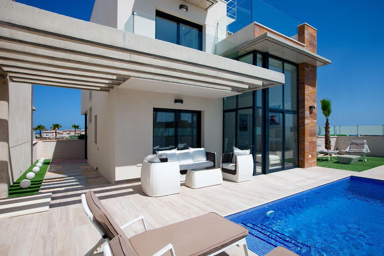 Villa con piscina privada en Lomas de Campoamor