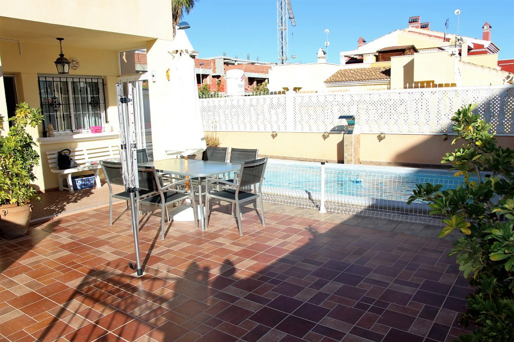 Semi detached corner house in Torrevieja
