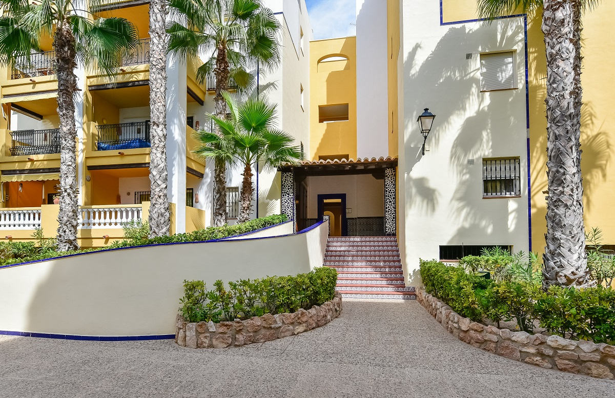Hermoso apartamento en un complejo cerrado en Aldea del Mar Torrevieja
