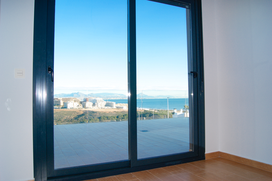Apartments with spectacular terraces overlooking the Mediterranean Sea in Gran Alacant