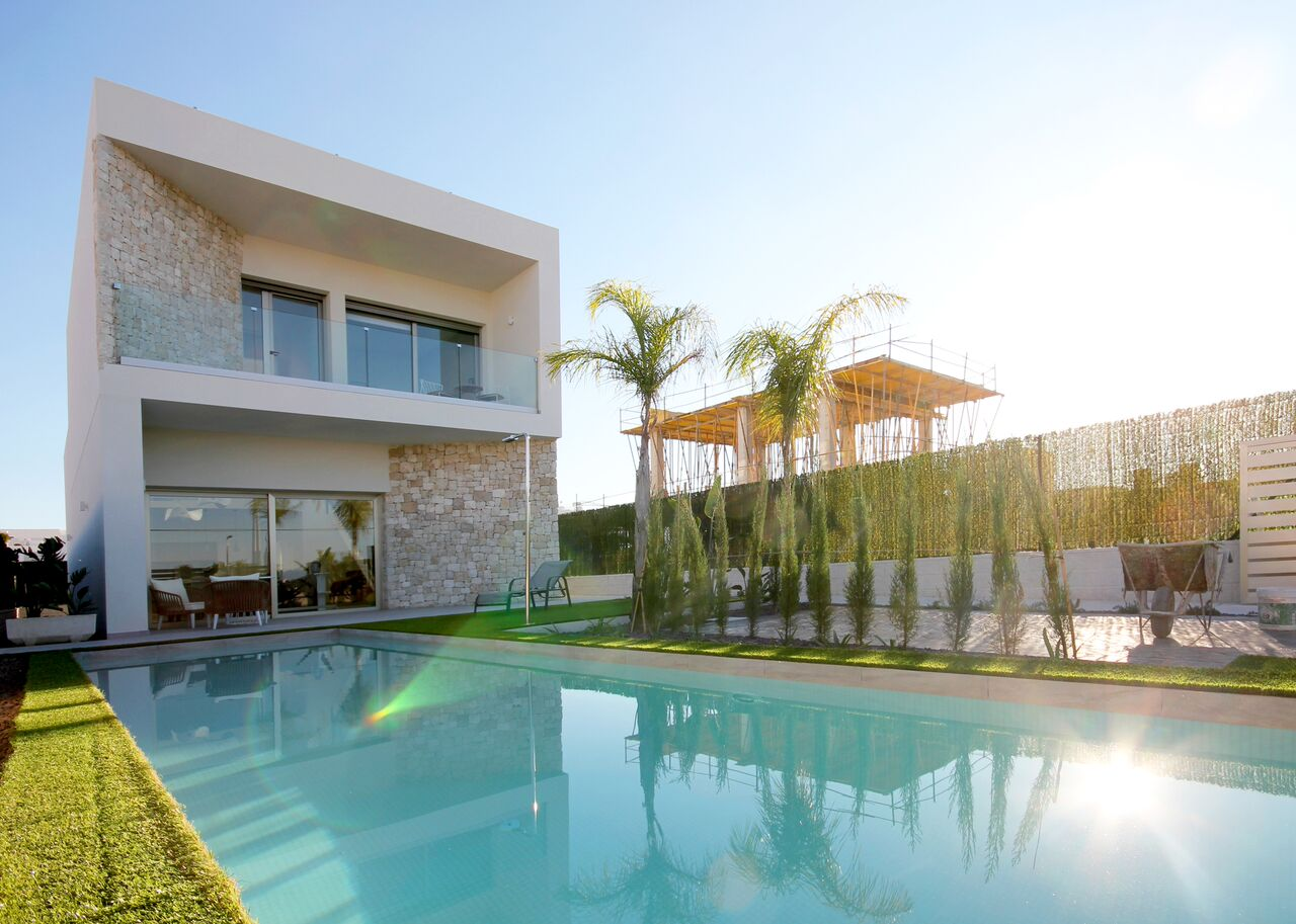 Mediterranean style villas for sale in Benijofar, Alicante, Costa Blanca