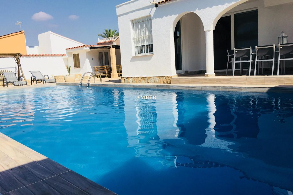 Holiday villa with privat pool