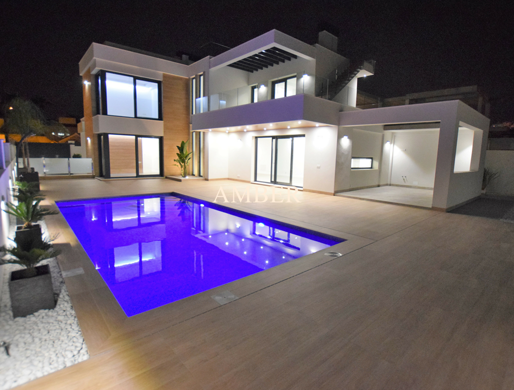 For sale a new, luxury villa with pool, Quesada, Alicante