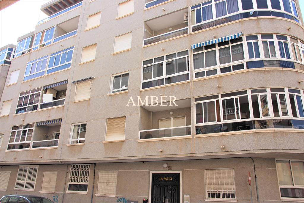 Second floor apartment with garage in Torrevieja