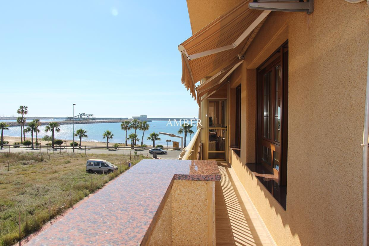 Penthouse with sea view in Torrevieja