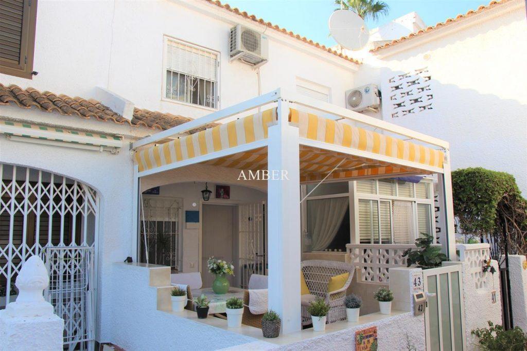 Casa adosada en residencial Villa Laguna