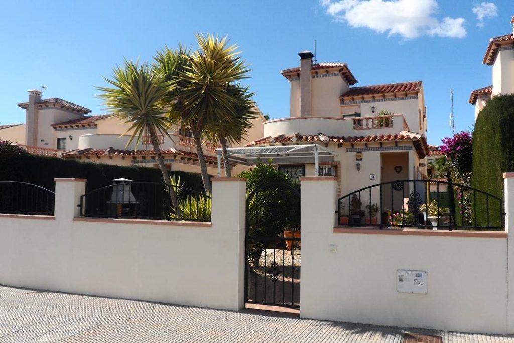 Villa for sale in El Raso