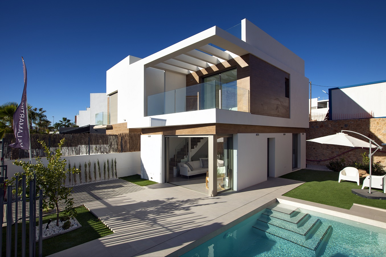 Villas independientes en venta con piscina privada, Villamartín