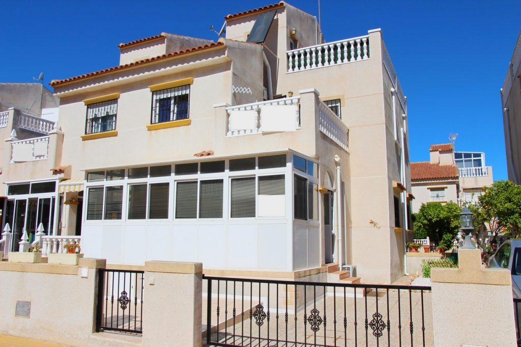 Quatro House in Coral 2