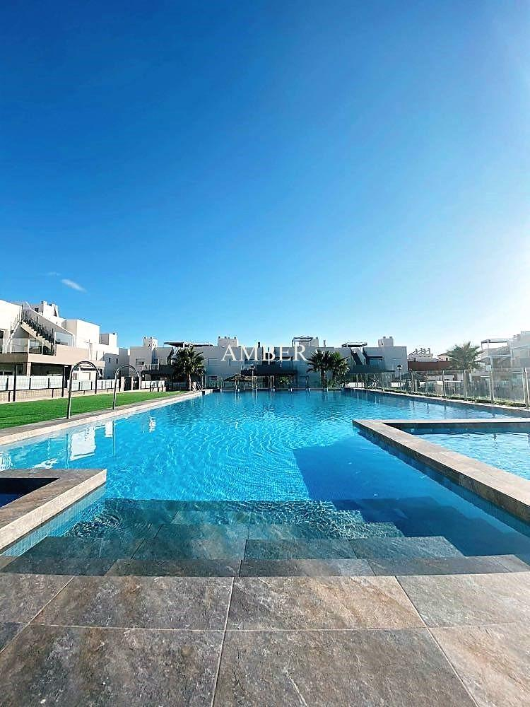 Holiday renting, new ground floor bungalow with large terrace in  Torrevieja, Alicante