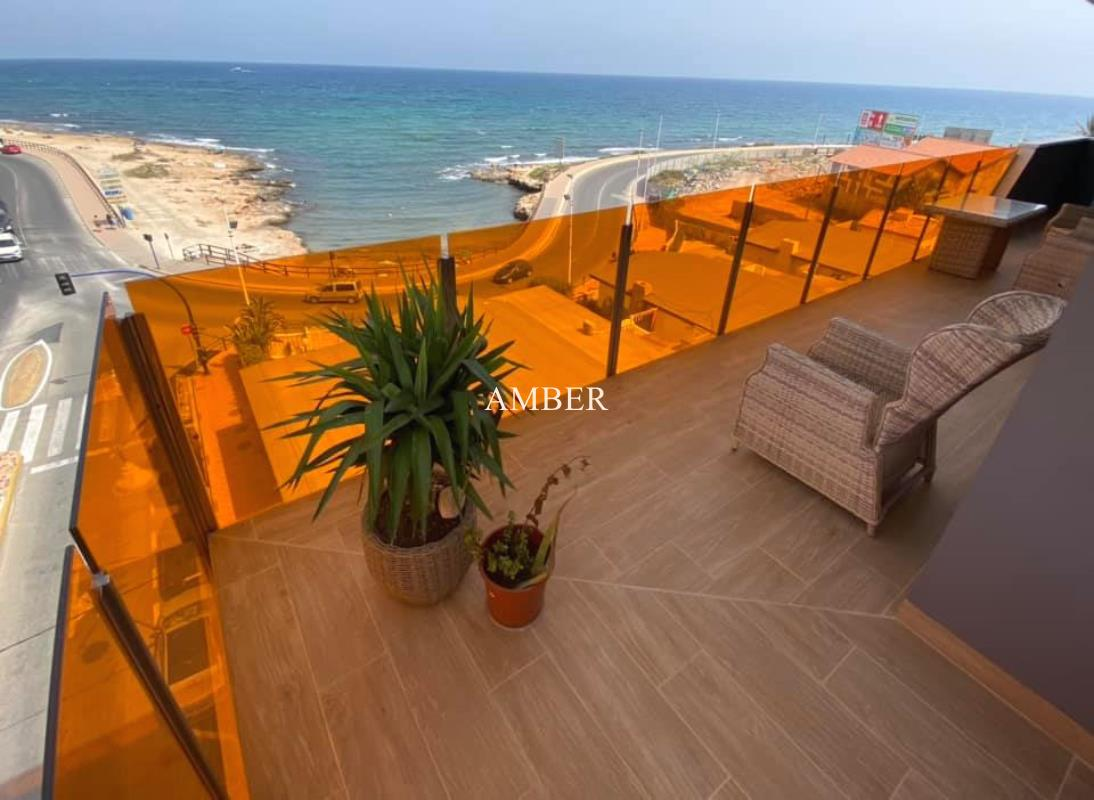 Luxurious apartment with direct sea views in Torrevieja city center