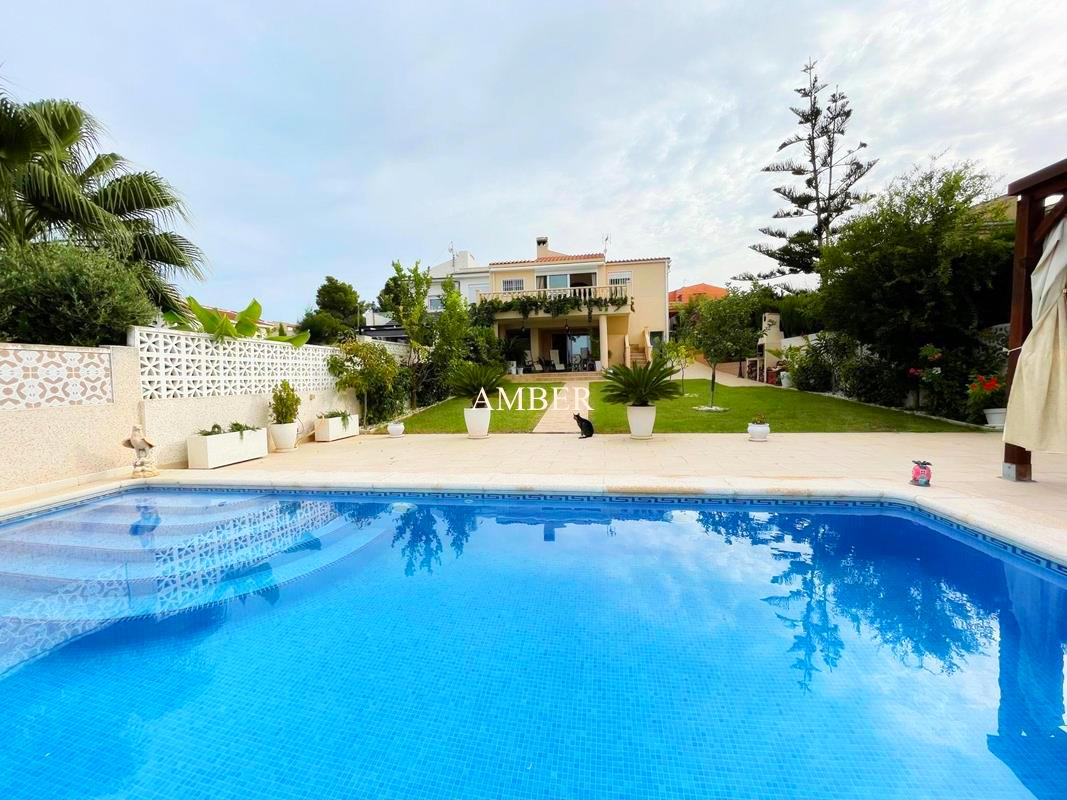 Fully renovated semi detached house with sea and lake views